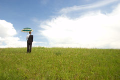 зонтик удерживания бизнесмена стоковое изображение rf