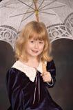 зонтик шнурка девушки вниз Стоковое Фото
