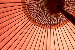 Зонтик Японии традиционный красный Стоковые Изображения