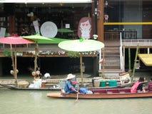 4 зоны плавая рынок Паттайя Стоковые Изображения