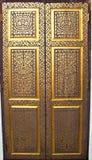 Золотая дверь в приятеле Wat Sri, Lampang стоковое изображение rf