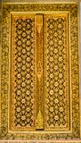 Золотая дверь в тайском стиле Стоковые Фотографии RF