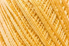 Золотая вязать текстура потока, фон дела рук Стоковое фото RF