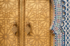 Золотая деталь двери стоковые фотографии rf