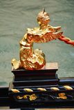 Золотая деталь гондолы, Венеции Стоковое Изображение