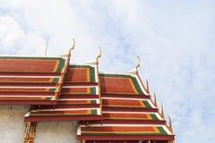 Золотая и зеленая тайская крыша церков Стоковая Фотография RF