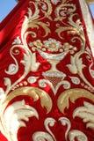 Золотая и красная виргинская хламида Стоковое Изображение RF
