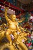 Золотая китайская историческая статуя стоковое изображение rf