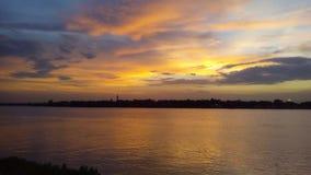 Золотая красота сумерк на Ganga Ghaat Стоковая Фотография RF