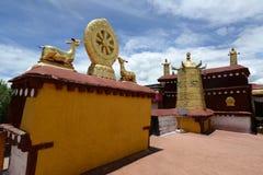 Золотая крыша lamasery в Тибете стоковая фотография rf