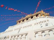 Золотая пагода в буддийском виске Стоковое фото RF