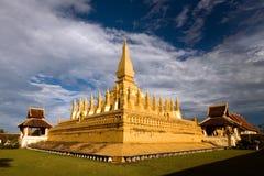 Золотая пагода в вечере стоковая фотография rf
