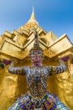 Золотая пагода в грандиозном районе дворца в Бангкоке, Таиланде Стоковая Фотография RF