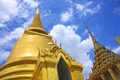 Золотая пагода в тайском грандиозном королевском дворце Стоковое фото RF