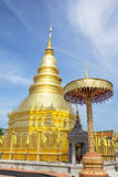 Золотая пагода в Phra которое висок Hariphunchai, Lamphun Таиланд Стоковые Изображения