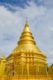 Золотая пагода на lamphun, Таиланде Стоковое фото RF
