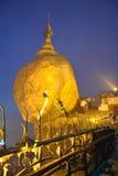 Золотая пагода утеса Стоковые Изображения RF