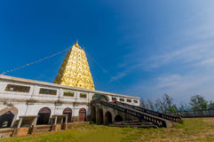 Золотая пагода Bodh Gaya в районе Sangkhlaburi, Kanchanaburi, t Стоковое Фото