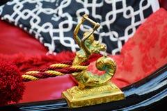 Золотая русалка, деталь гондолы, Венеция, Италия Стоковые Фото