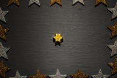 Золотая свеча звезды на шифере с рамкой звезды Стоковые Изображения