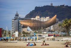 Золотая скульптура кита в Барселоне Стоковое Фото
