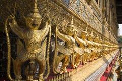 Золотая скульптура твари Стоковая Фотография RF