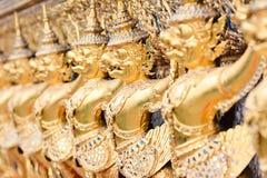 Золотая скульптура garuda Стоковые Фото