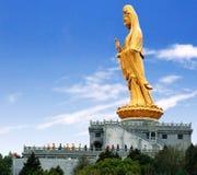 Золотая статуя богини пощады Стоковые Изображения RF