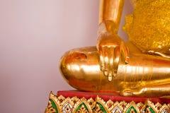Золотая статуя Будды в виске Таиланда Стоковая Фотография