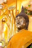 Золотая статуя Будды на виске в Таиланде стоковое фото