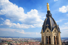 Золотая статуя девы мария Стоковое Изображение RF
