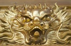Золотая сторона drogon в китайском виске Стоковая Фотография RF