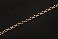 Золотая цепь на предпосылке войлока черноты Стоковое фото RF