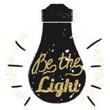 Золотая цитата мотивировки яркого блеска свет на электрической лампочке Стоковые Фотографии RF