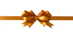 Золота подарка ленты смычка горизонтальная прямо изолированная на белой предпосылке Стоковое Изображение