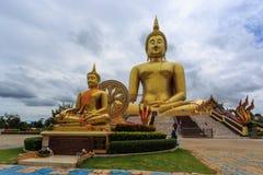 Золотистая большая статуя Будды Стоковая Фотография RF