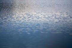 золотистая поверхностная вода пульсаций Стоковое Фото