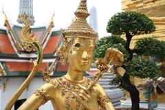 Золотистая статуя Стоковое Изображение