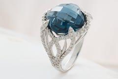 золотистое кольцо Стоковые Изображения RF