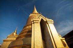золотистое stupa Таиланд стоковые изображения