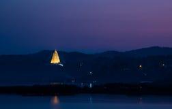 Золотистое stupa Стоковые Изображения