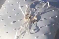 золотистые кольца 2 Стоковые Фотографии RF