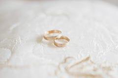 золотистые кольца wedding стоковые фото