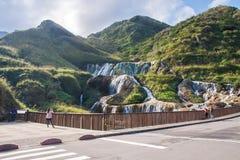 золотистый водопад стоковое изображение