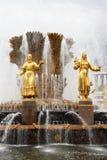 Золотистый фонтан приятельство наций Стоковая Фотография RF