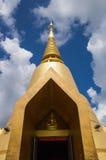 Золотистый pagoda с голубым небом Стоковое Фото