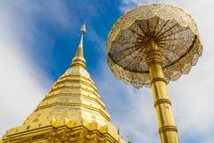 золотистый pagoda тайский Стоковая Фотография