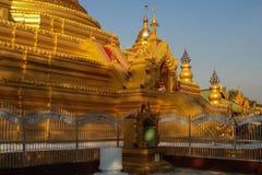 золотистый pagoda стоковые фотографии rf