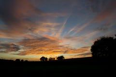 Золотое небо захода солнца в сентябре Стоковое фото RF