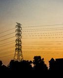 Золотое небо с столбом электричества Стоковая Фотография